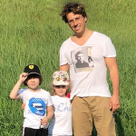 Максим Галкин показал, как они с Аллой Пугачевой украсили дом к дню рождения их детей Лизы и Гарри