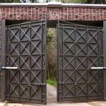 Распашные гаражные ворота различных модификаций и конструкций-залог надежности, эстетика внешнего вида