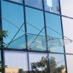 Особенности стеклянного козырька из триплекса